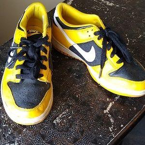 💖Black + Yellow Throwback Nike Low Tops